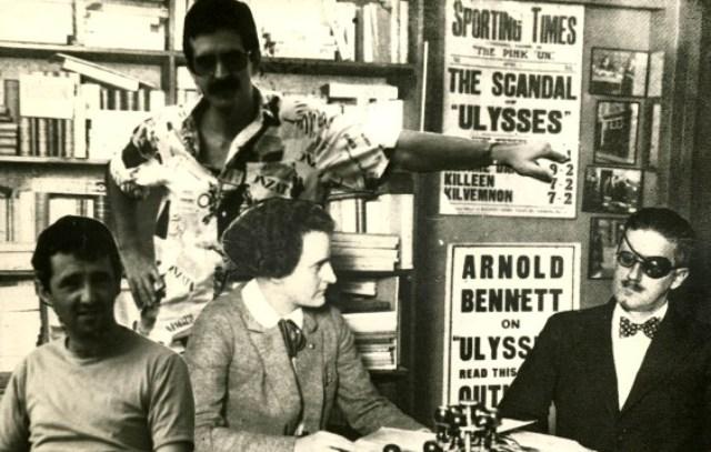 Roberto Bolaño, A. G. Porta, Sylvia Beach y James Joyce. Fotomontaje, Blanes, 1984 © Herederos de Roberto Bolaño