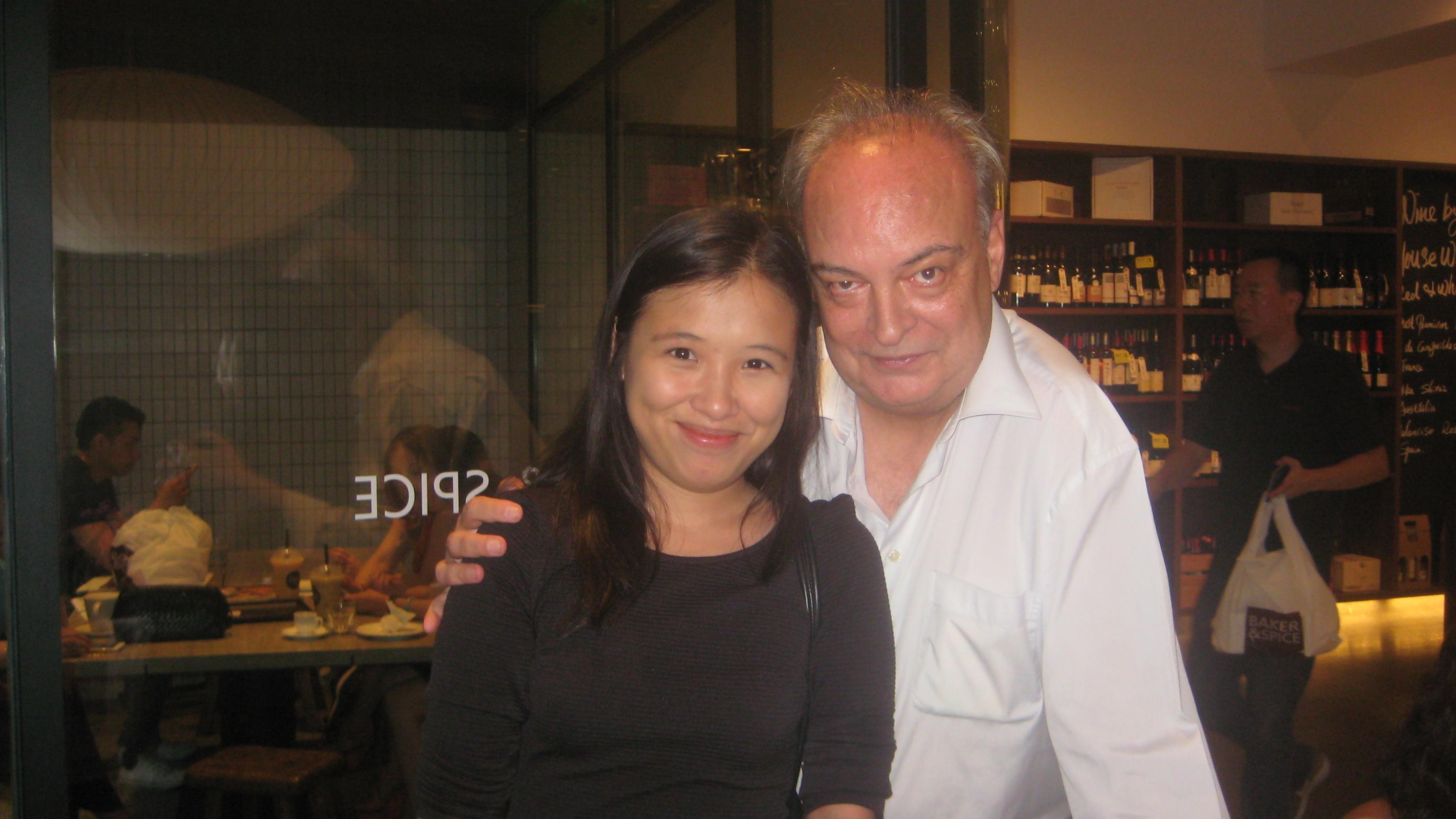 Con Yu Bingxia, bolañesca, escritora, fundadora de la librería 2666 de Shanghai.
